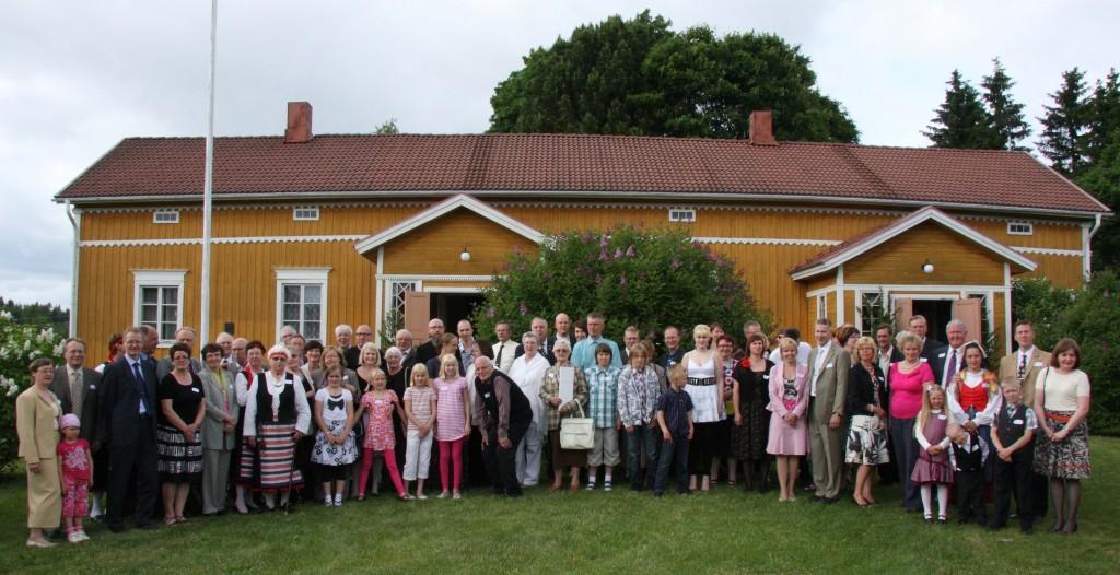 Sukukokous kesällä 2009 Vehkalahden tilalla Laviassa.